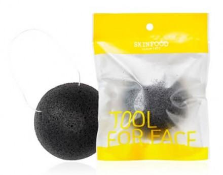 Спонж для умывания натуральный из 100% конняку SKINFOOD Charcoal Konjac Cleansing Puff: фото